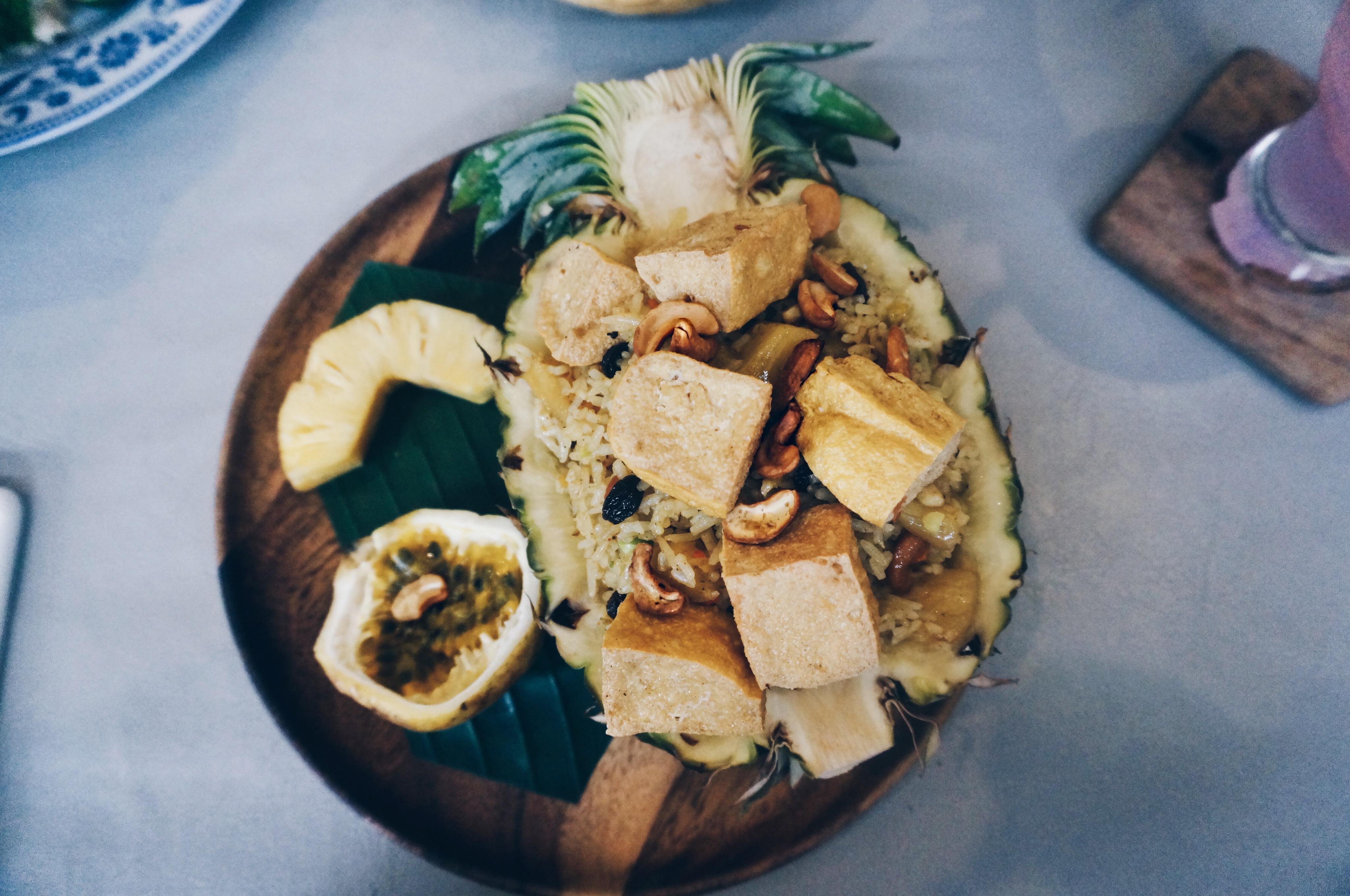 thailändisches Essen, gefüllte Ananas mit Reis, Thailand