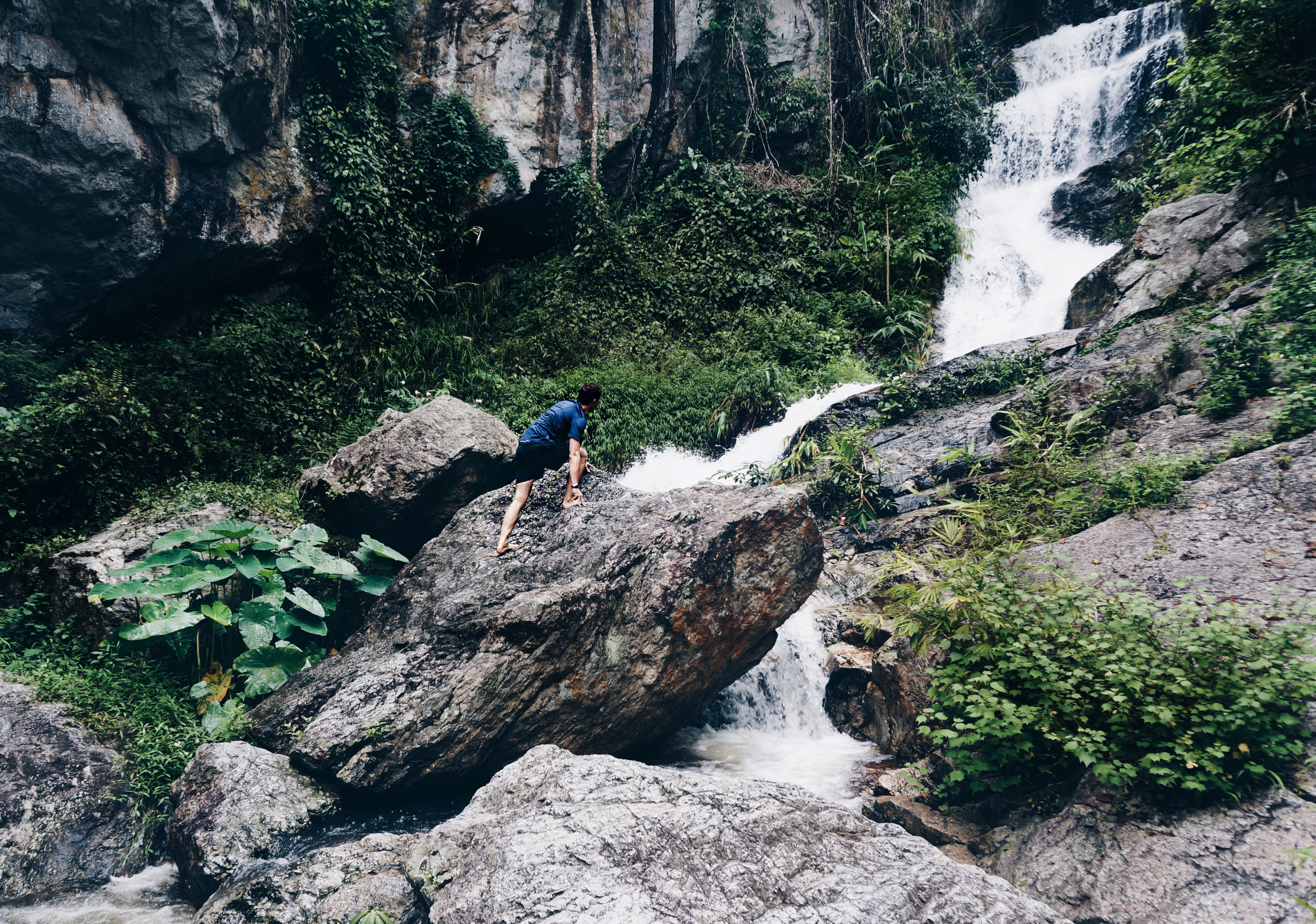 Wasserfall in Thailand, Klettern am Wasserfall Chiang Mai