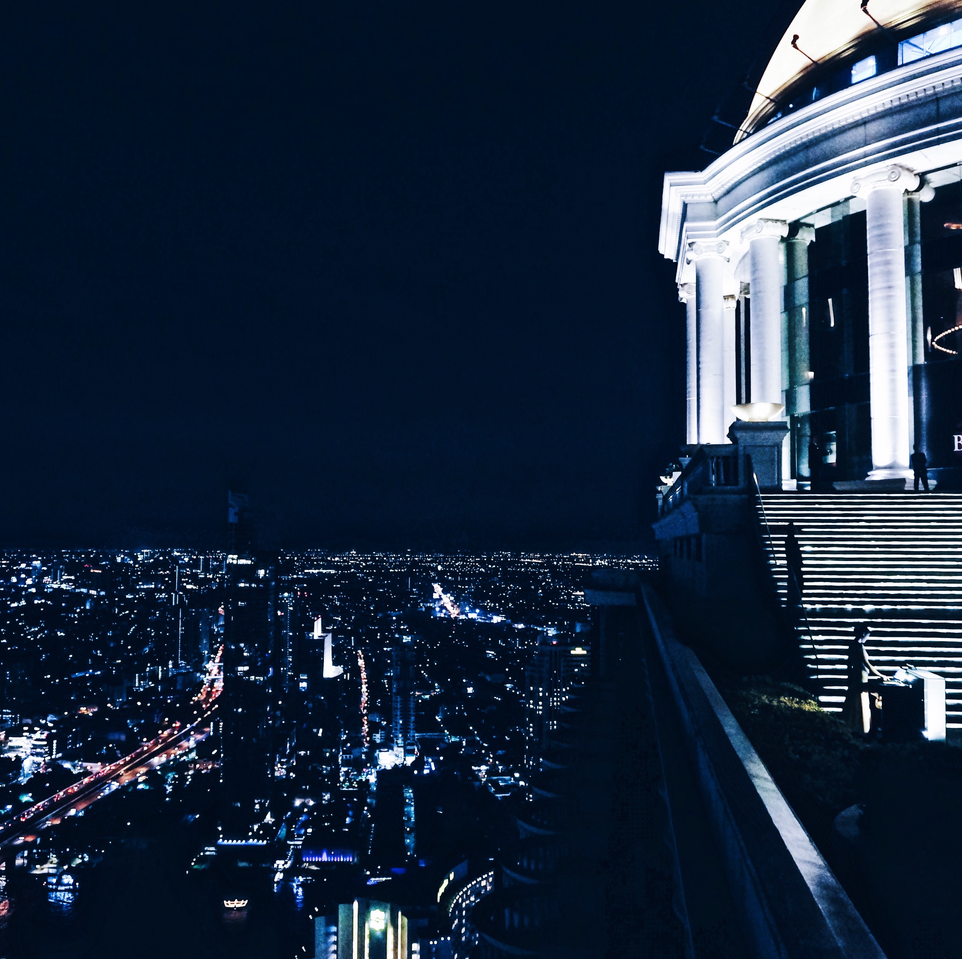 Bangkok Lebua State Tower | Sky Bar, Rooftopbar, Bars in Thailand, Bars in Bangkok, Rooftop
