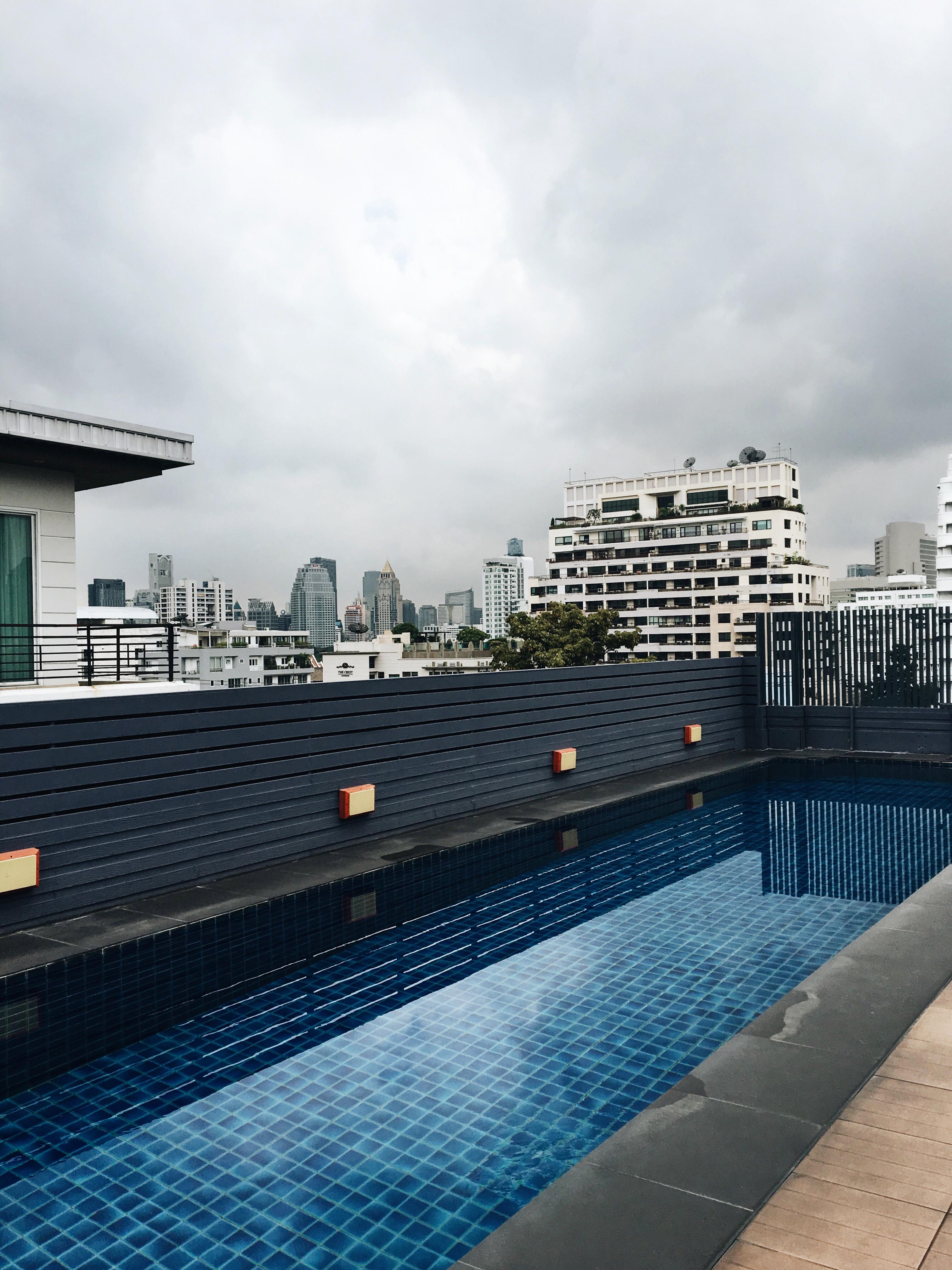 Dachterasse mit Pool, Hotel mit Pool auf dem Dach, Hotel in Thailand, Hotel in Bankgkok, Rooftoppool, Luxushotel Bangkok