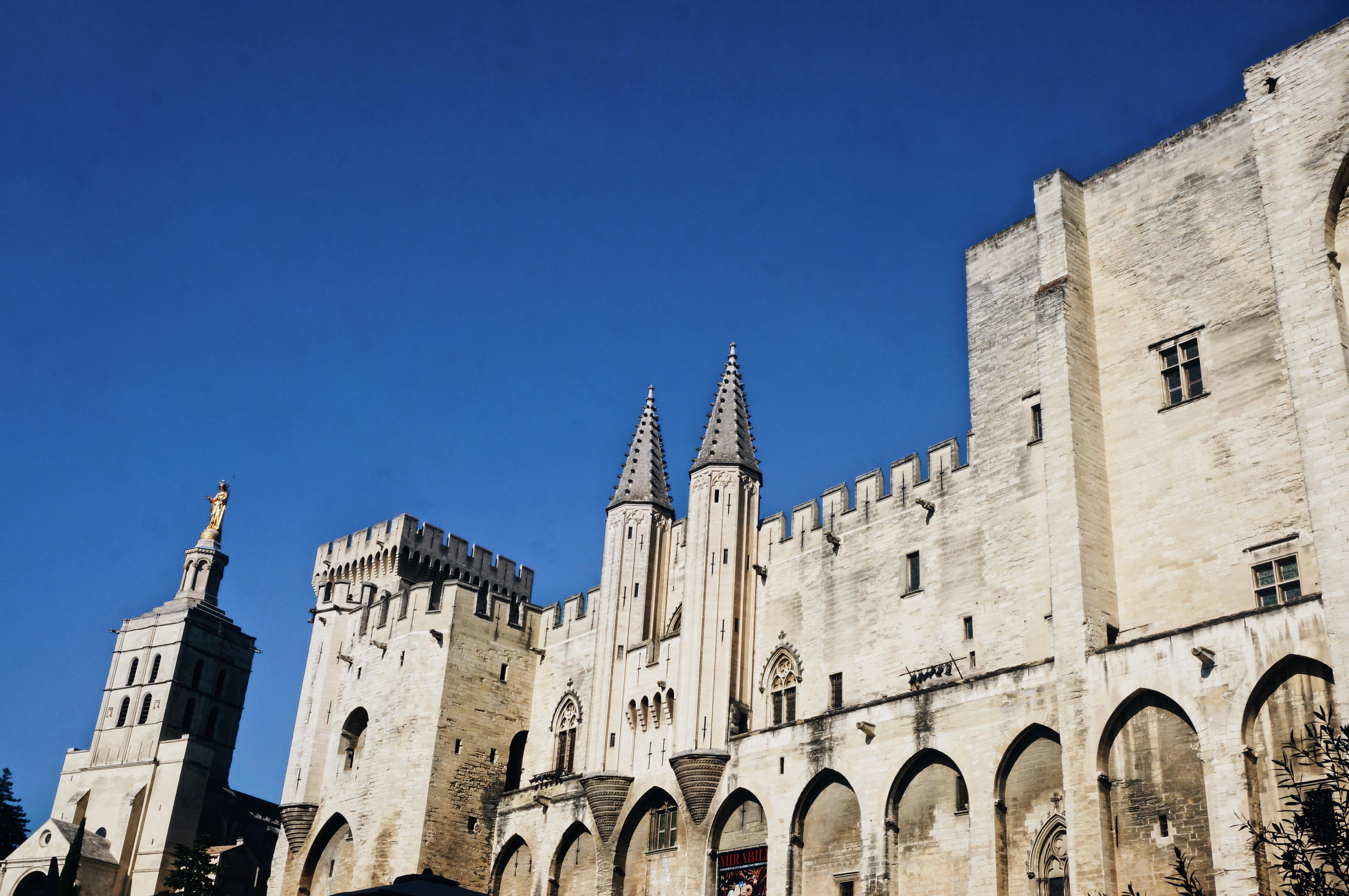 Avignon, Sehenswürdigkeiten, Stadt Frankreich, Highlights, Reisetipps, reiseguide, urlaubstipps Campingplatz