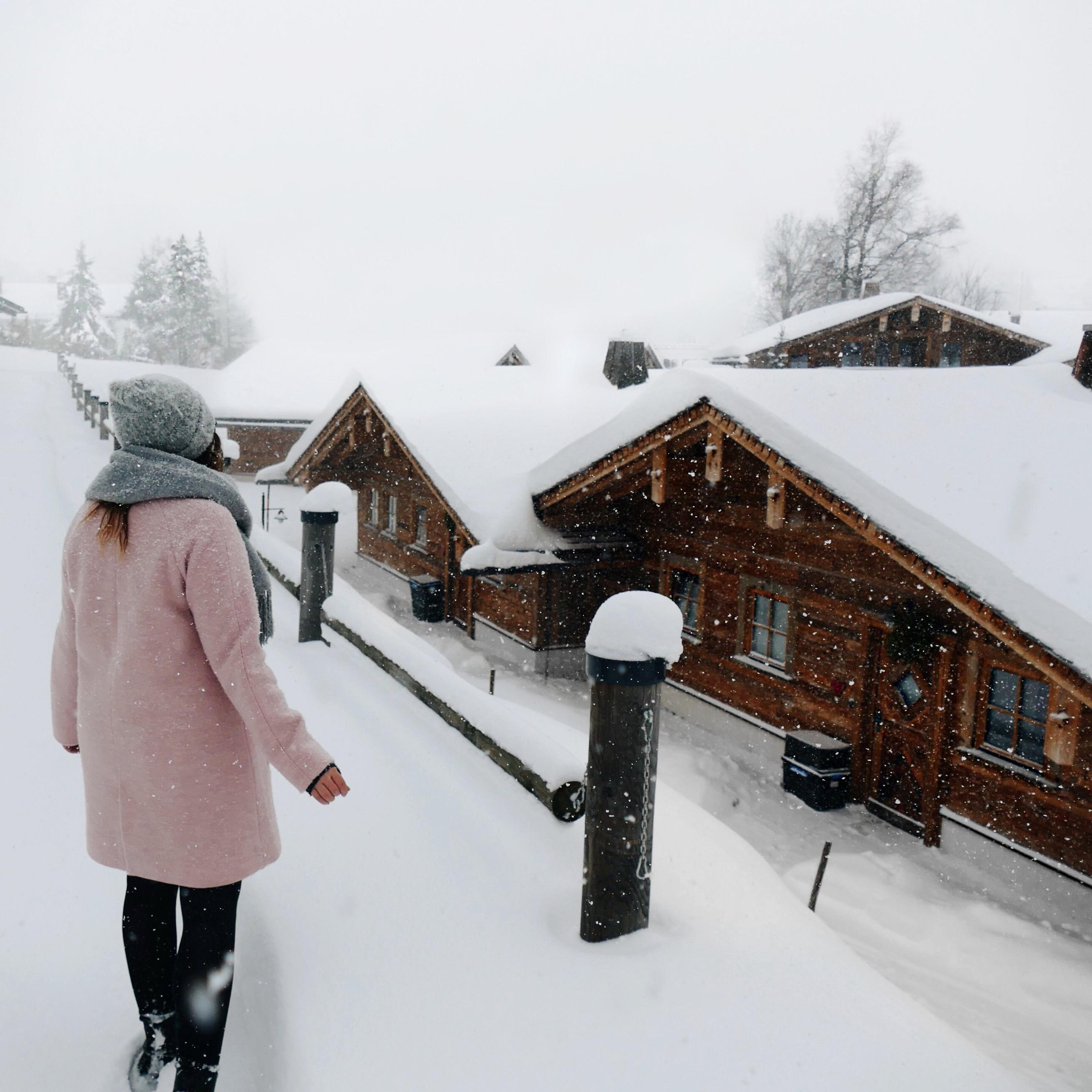 Hotel in den Bergen, Winter urlaub Chalets, Schnee Skifahren Hotel Luxus